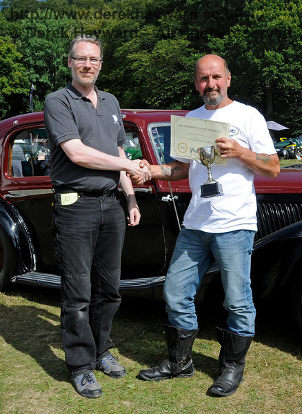The award for best Pre-1947 Motor Cycle went to Mark Grainger (right) for his Aerial, ESU883.  Vintage Transport Weekend, Horsted Keynes.  09.08.2015  13648