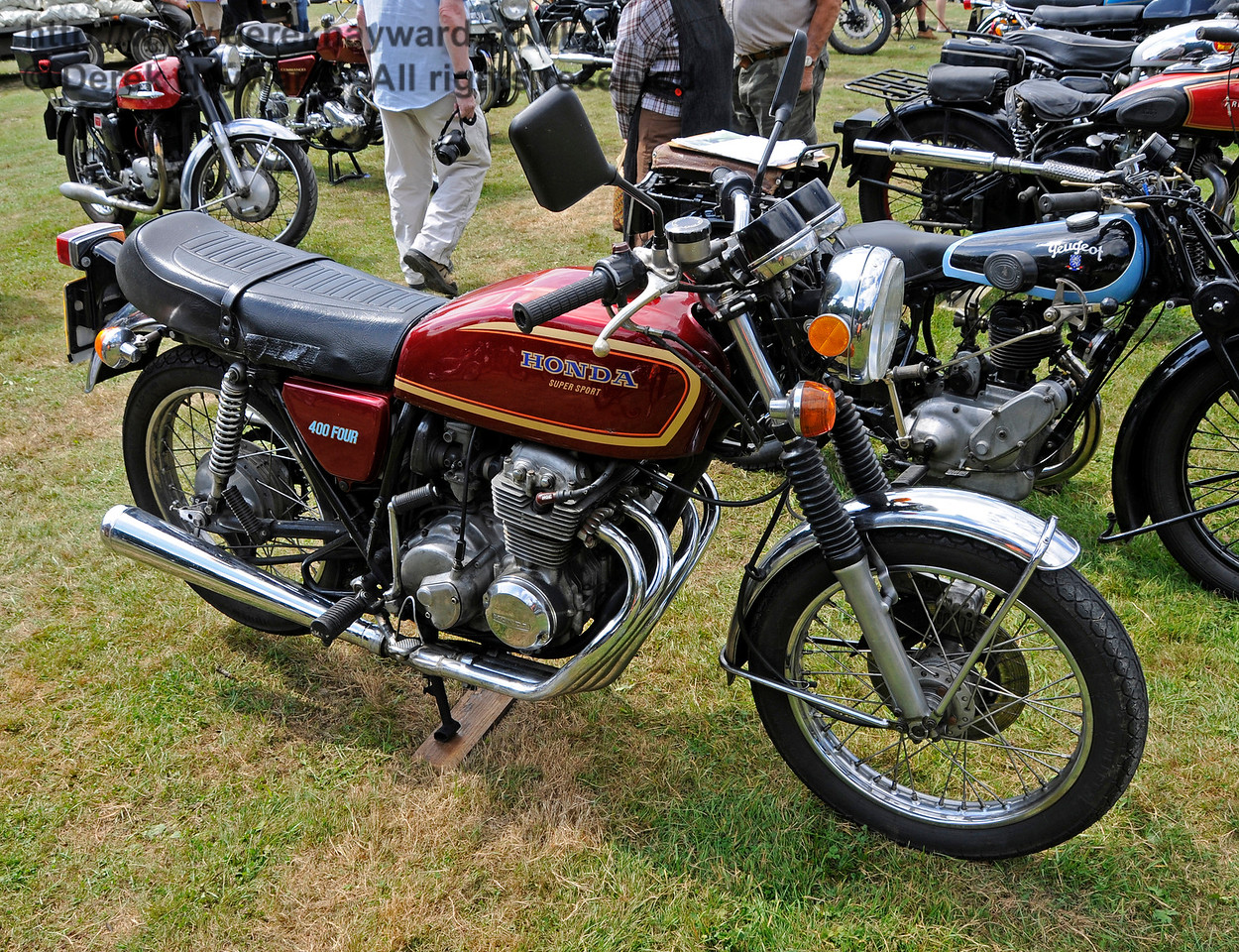 Best Motor Cycle in the Post-War category was a Honda CB 400/4, JBY3N, owned by Alan George.  Vintage Transport Weekend, Horsted Keynes, 14.08.2016  16178