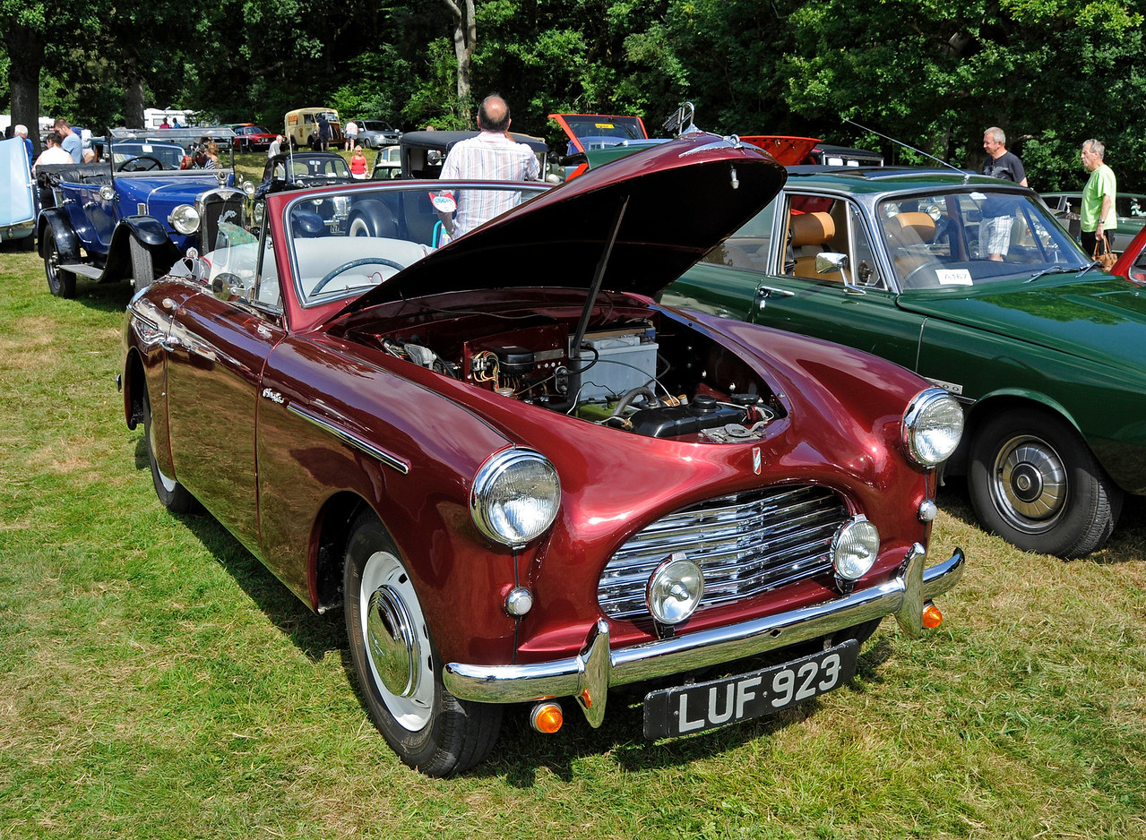 Best in Show was an Austin A40, LUF923, owned by George Jeary.  Vintage Transport Weekend, Horsted Keynes, 14.08.2016  16199