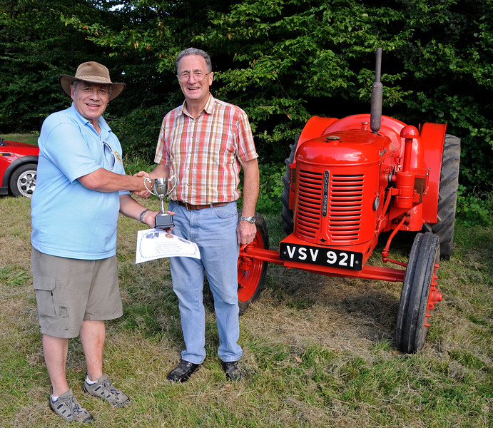 Best Tractor was a David Brown, VSV921, owned by Ray Woolford.  Ray was unfortunately not available for the presentation but received his award later from Steve Everest.  Vintage Transport Weekend, Horsted Keynes, 14.08.2016  16261