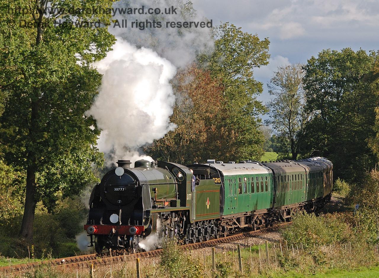 30777 Sir Lamiel steams north from Sloop Bridge.  22.10.2010  30041