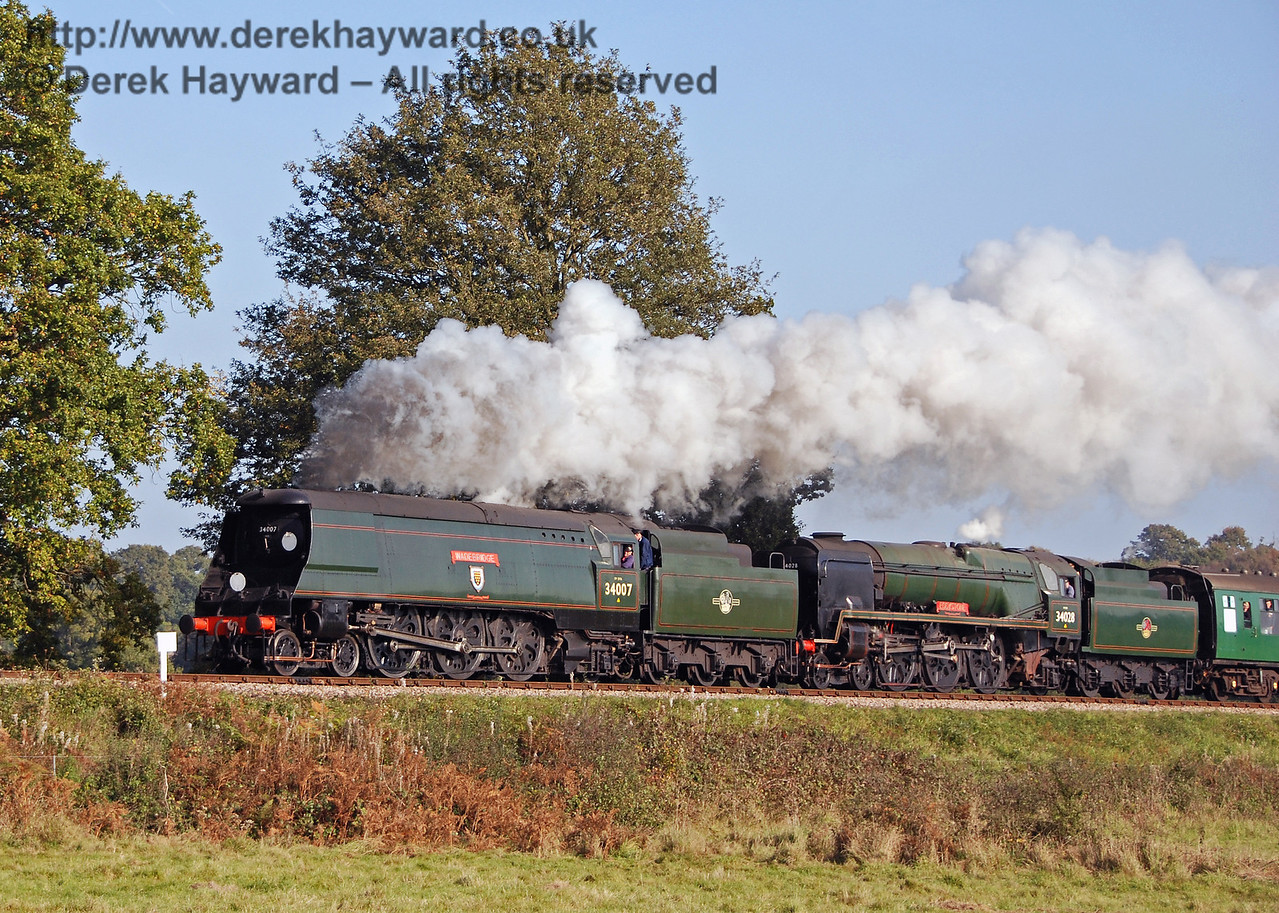 34007 Wadebridge and 34028 Eddystone climb Freshfield Bank. 21.10.2007