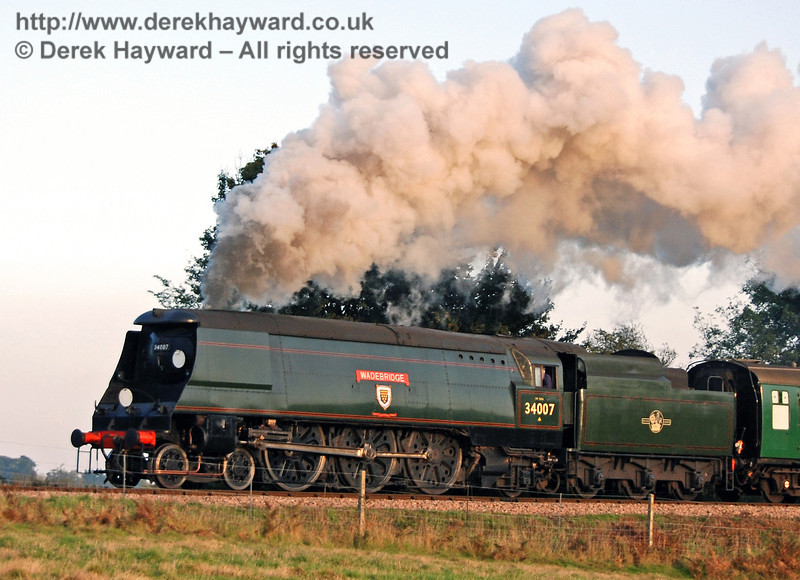 34007 Wadebridge creates some nice steam effects as it leaves Sheffield Park. 21.10.2007