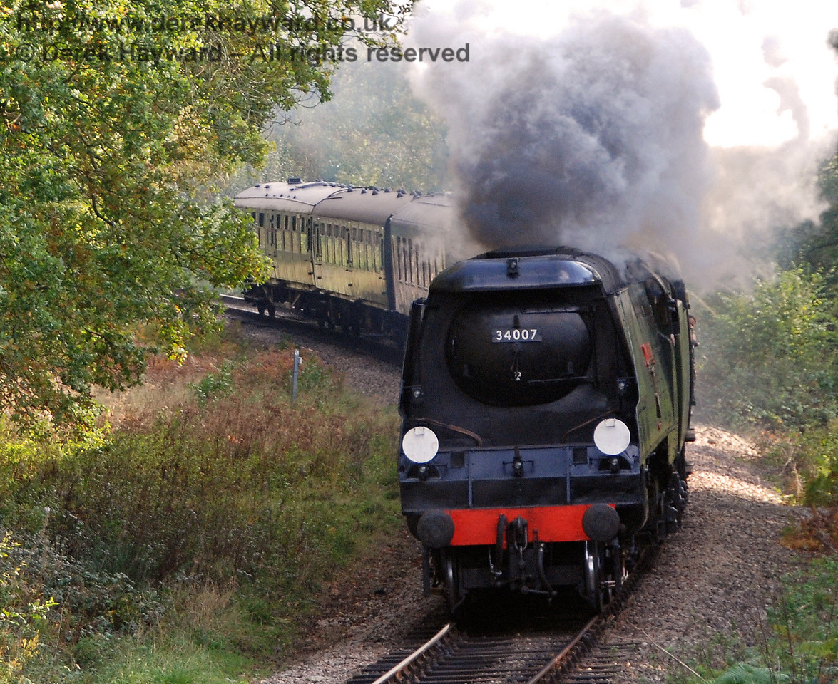 34007 Wadebridge rounds the bend into Lindfield Wood.  19.10.2007