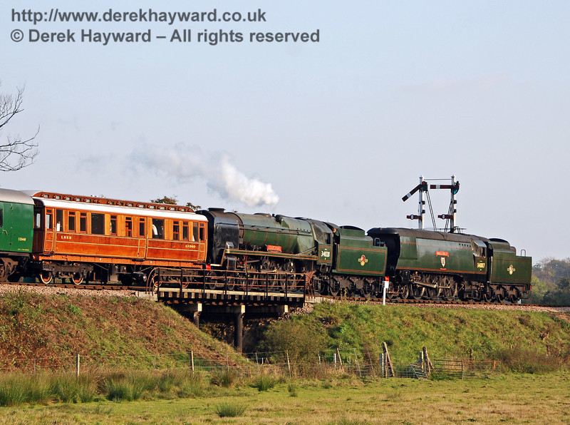 34028 Eddystone and 34007 Wadebridge return to Sheffield Park. 21.10.2007