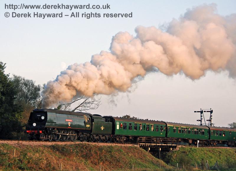 34007 Wadebridge steams north over Poleay Bridge.  21.10.2007