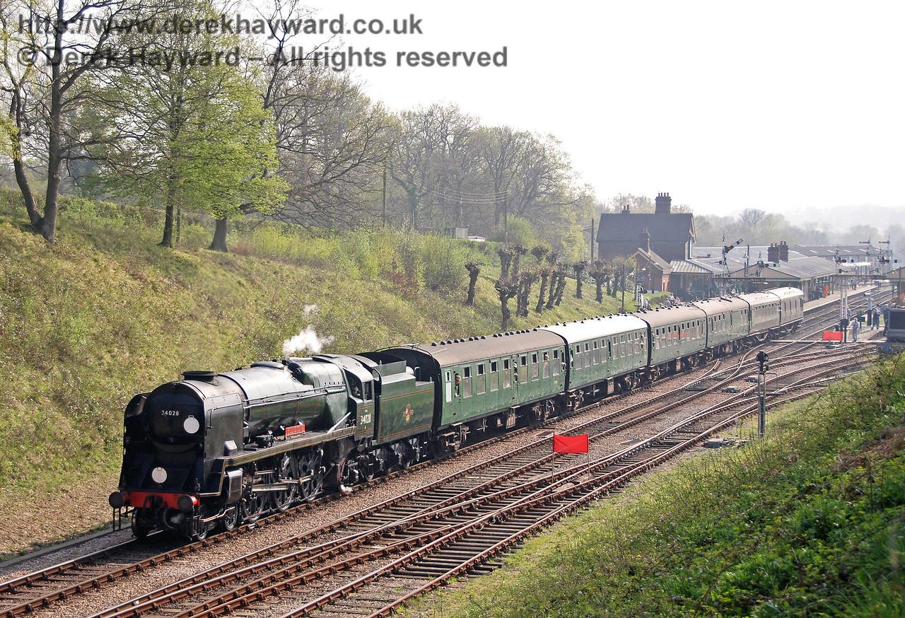 34028 Eddystone steams away from Horsted Keynes. 14.04.2007