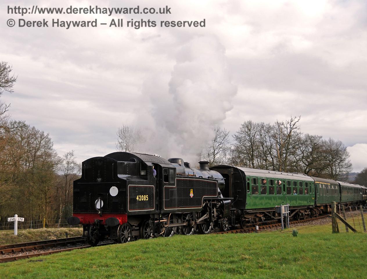 42085 arrives at Kingscote.  27.03.2010  1713