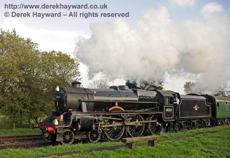 45231 arrives at Kingscote.  02.11.2013  9796