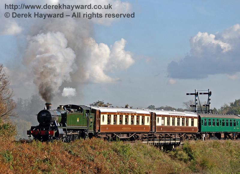 5199 steams north over Poleay Bridge. 17.10.2008