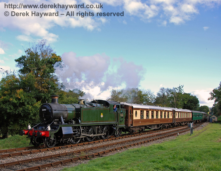 5199 arrives at Kingscote with a service train. 18.10.2008