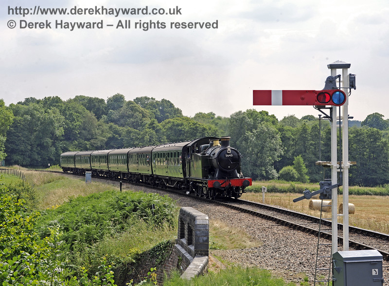 5643 steams towards New Road Bridge.  26.07.2014  9899