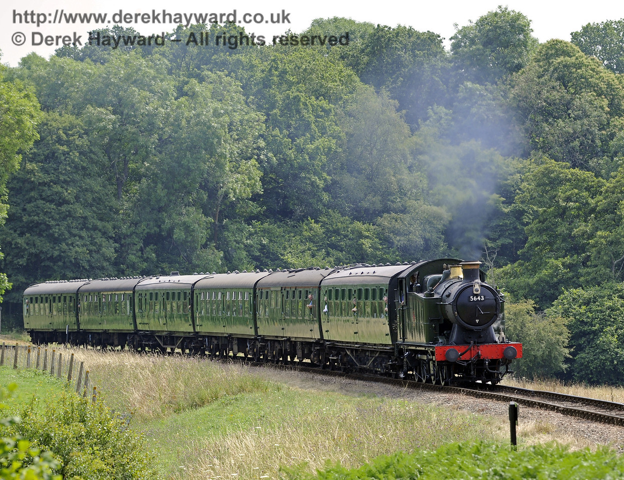 5643 steams towards New Road Bridge.  26.07.2014  9894