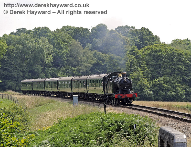 5643 steams towards New Road Bridge.  26.07.2014  9895