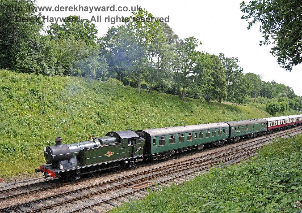 5643 leaves Horsted Keynes.  06.07.2014  11185
