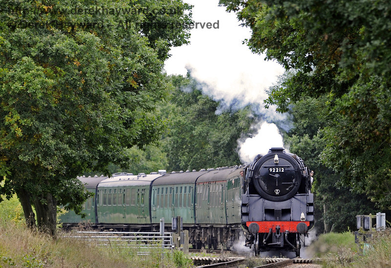 92212 rounds the bend towards Horsted House Farm Crossing.  22.09.2013  8098