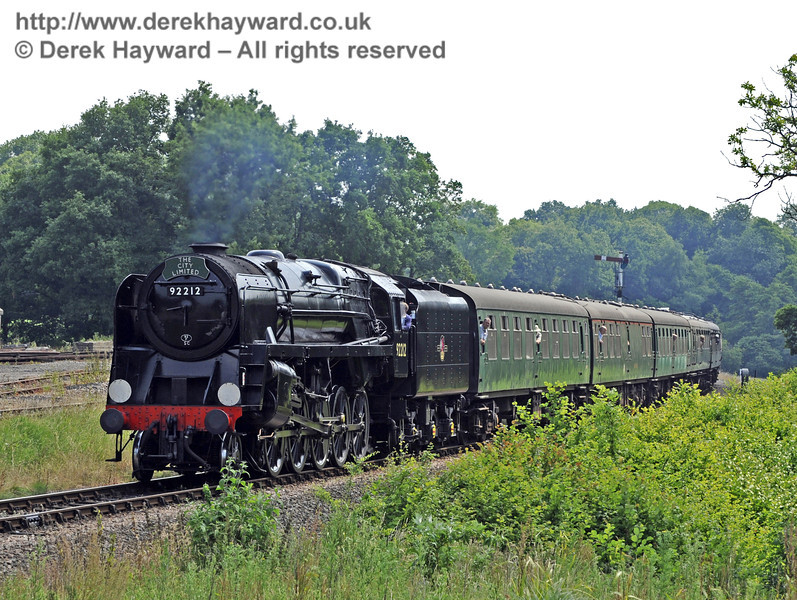 92212 approaches Horsted Keynes with The City Limited.  07.07.2013  7662