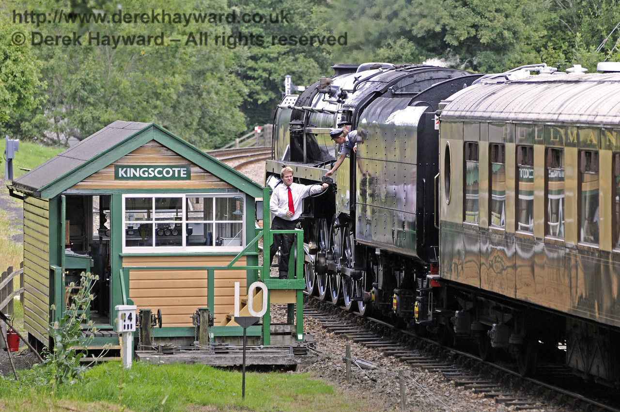 The crew of 92212 surrender the single line token as they arrive at Kingscote.  11.08.2013  9653