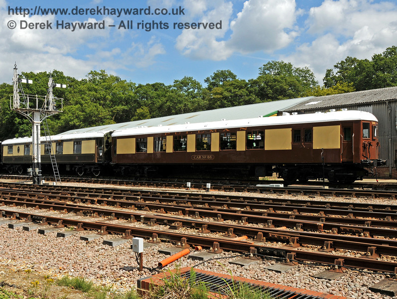 Car Number 88 (3051) has arrived at Horsted Keynes, and is seen with Pullman Car Doris. 24.07.2010  3267