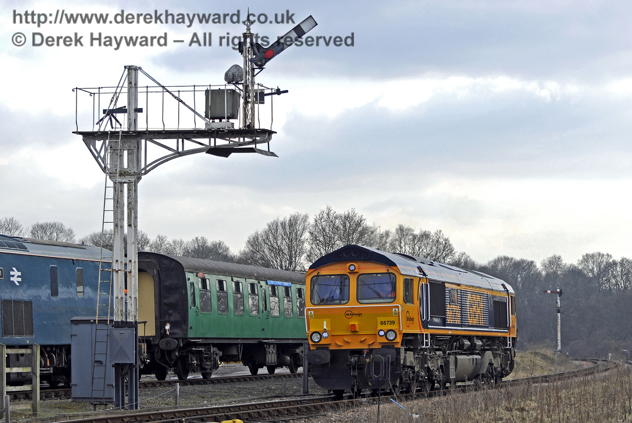 """66739 """"Bluebell Railway"""" passes the Horsted Keynes northbound Inner Home signal.  28.03.2013  8620"""