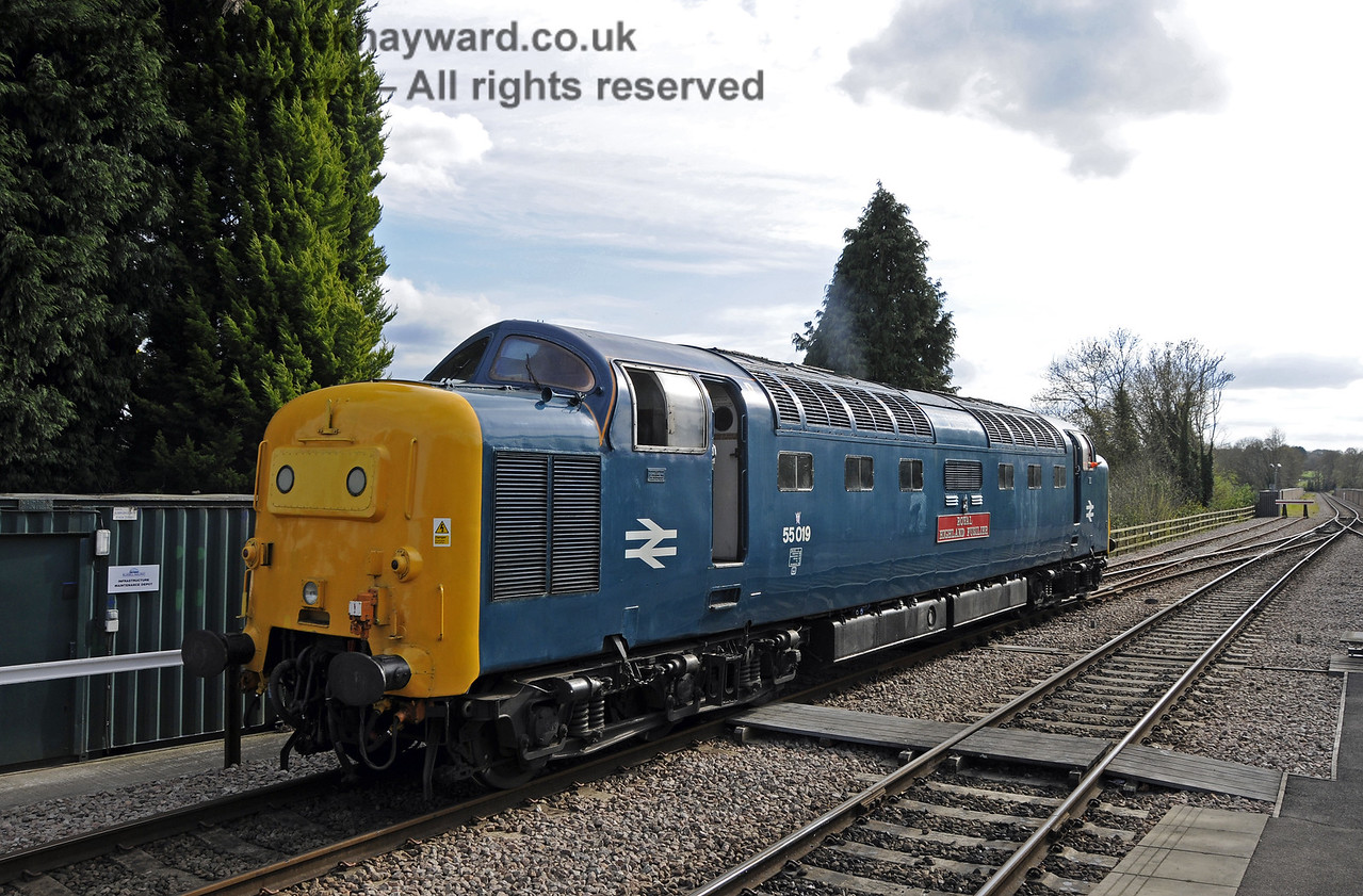 55019 Royal Highland Fusilier runs round at East Grinstead.  19.04.2015  12383