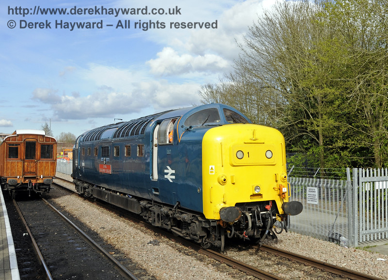 55019 Royal Highland Fusilier runs round at East Grinstead.  19.04.2015  12382