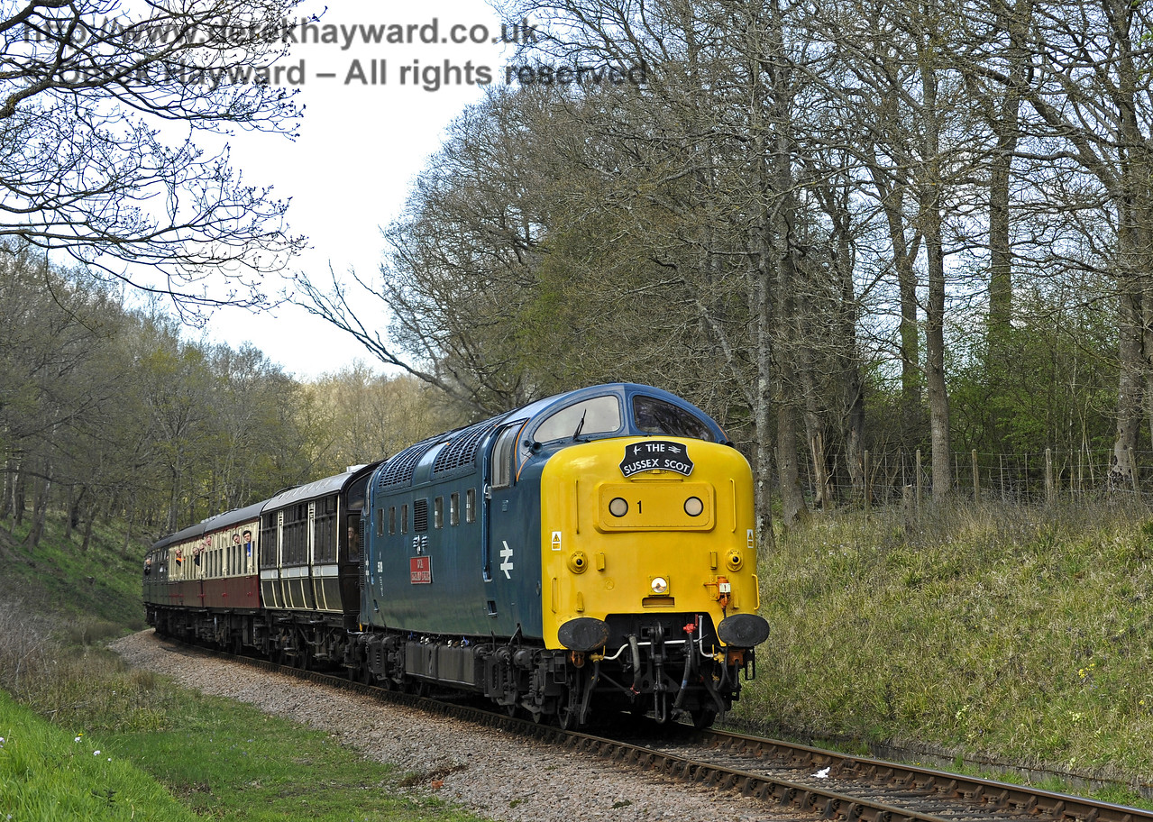 55019 Royal Highland Fusilier approaches Vaux End.  18.04.2015  10775