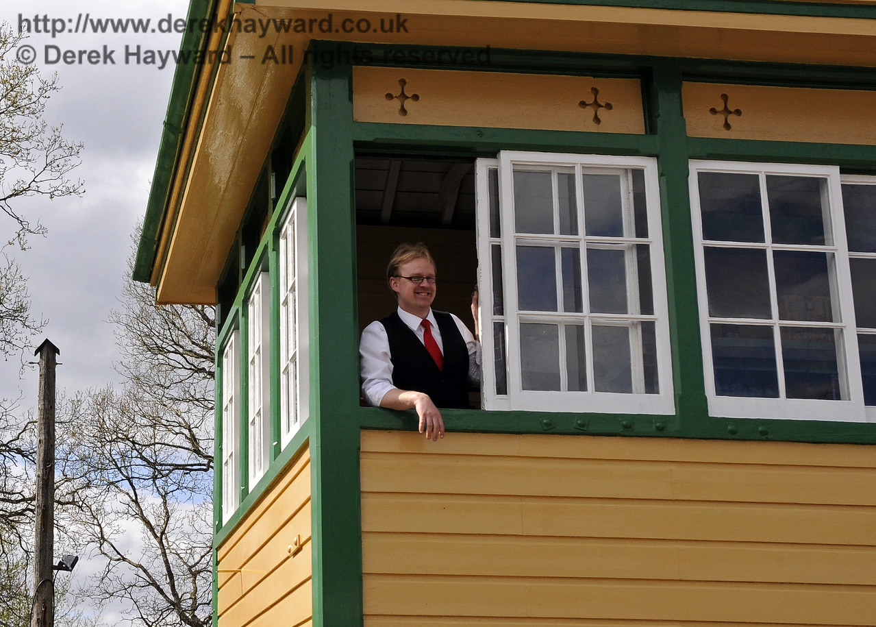 The signalman at Horsted Keynes.  19.04.2015  12328