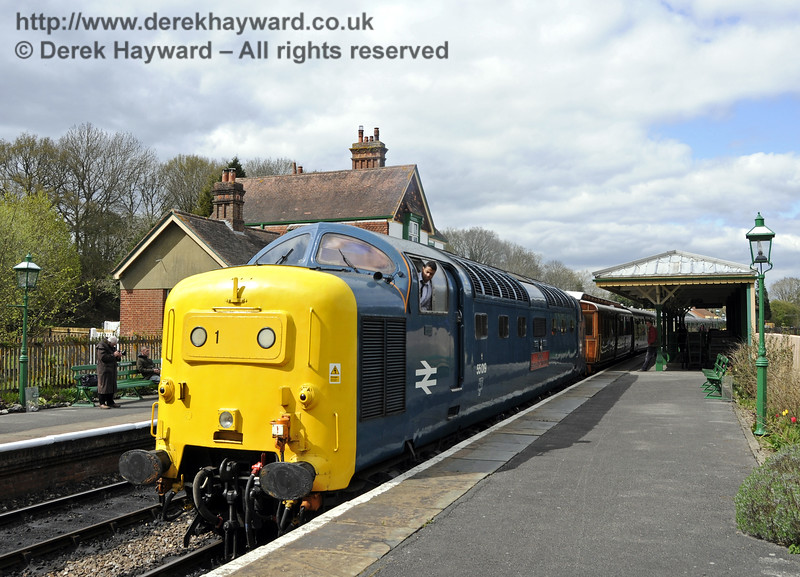 55019 Royal Highland Fusilier at Kingscote.  19.04.2015  12319