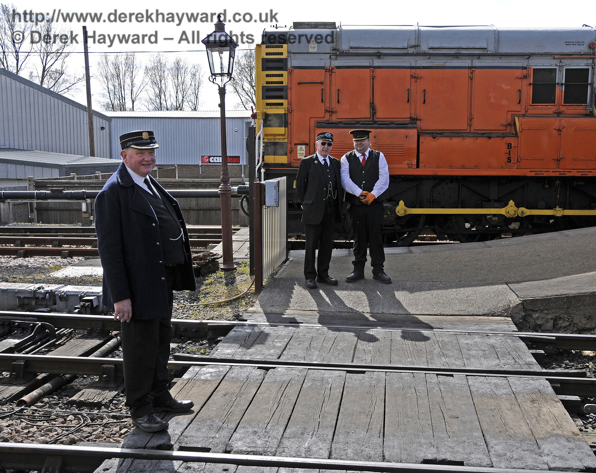 On learning that there were diesel enthusiasts in the area, three members of staff were assigned to guard the diesel shunter... 19.04.2015   12345  (Or, possibly, they were supervising the foot crossing).
