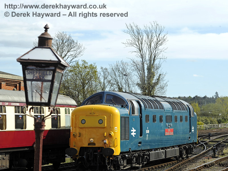 55019 Royal Highland Fusilier runs round at Sheffield Park.  19.04.2015  10847
