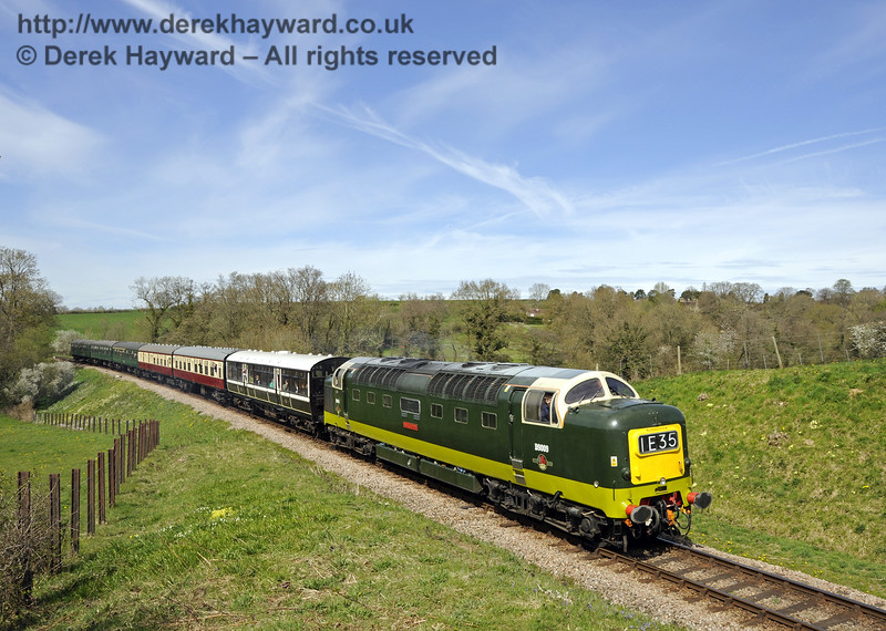 D9009 Alycidon approaches Rock Cutting. 17.04.2015  12205