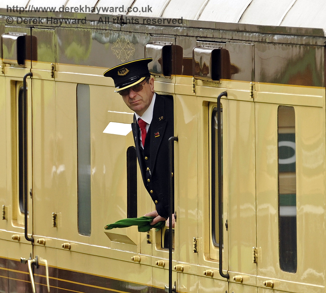 The Guard on the Sunday Pullman.  19.04.2015  10831