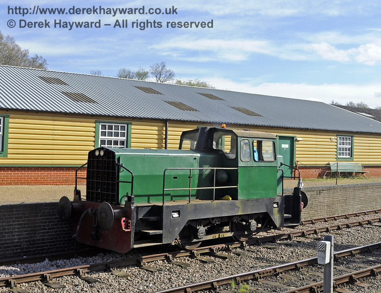 Skippy on Driver for a Fiver duty at Horsted Keynes.  19.04.2015  12365