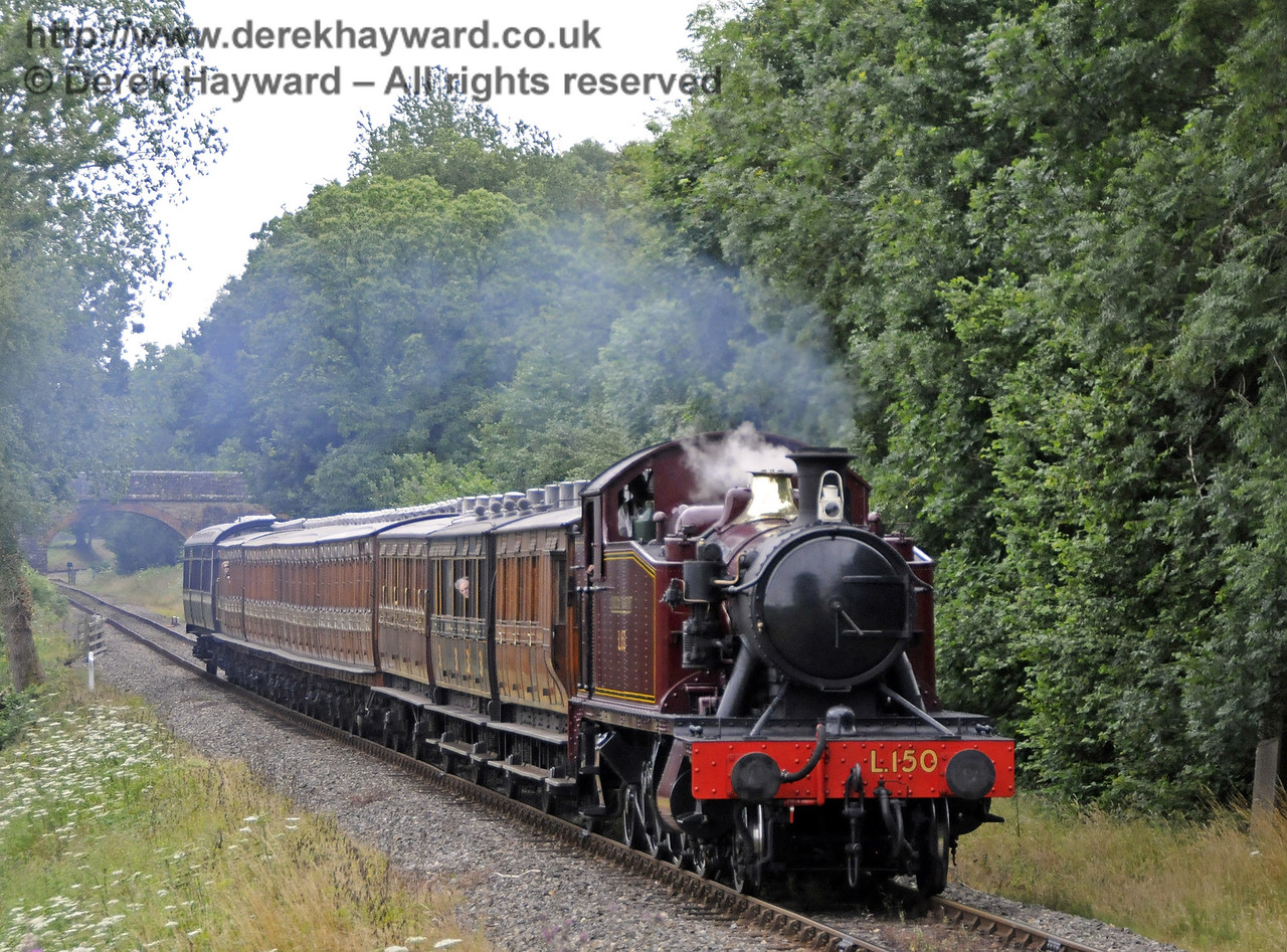 L150 steams towards Mill Place cutting.  31.07.2013  9585
