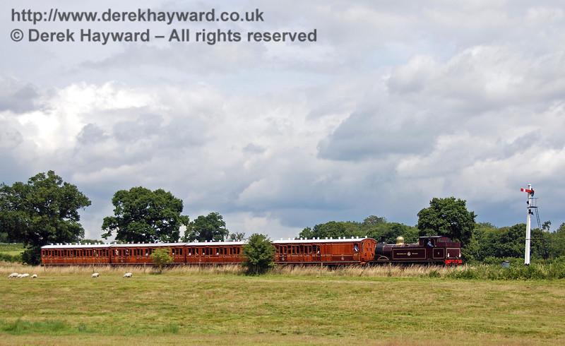 Metropolitan Railway No.1 and the Metropolitan coaches steam towards Sheffield Park. 28.07.2007