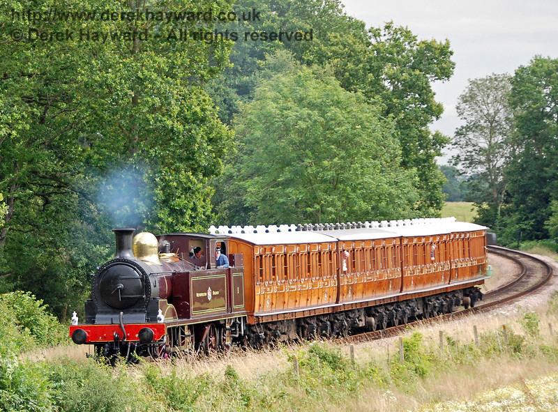 Metropolitan Railway No.1 and the Metropolitan coaches round the bend from Sloop Bridge 28.07.2007