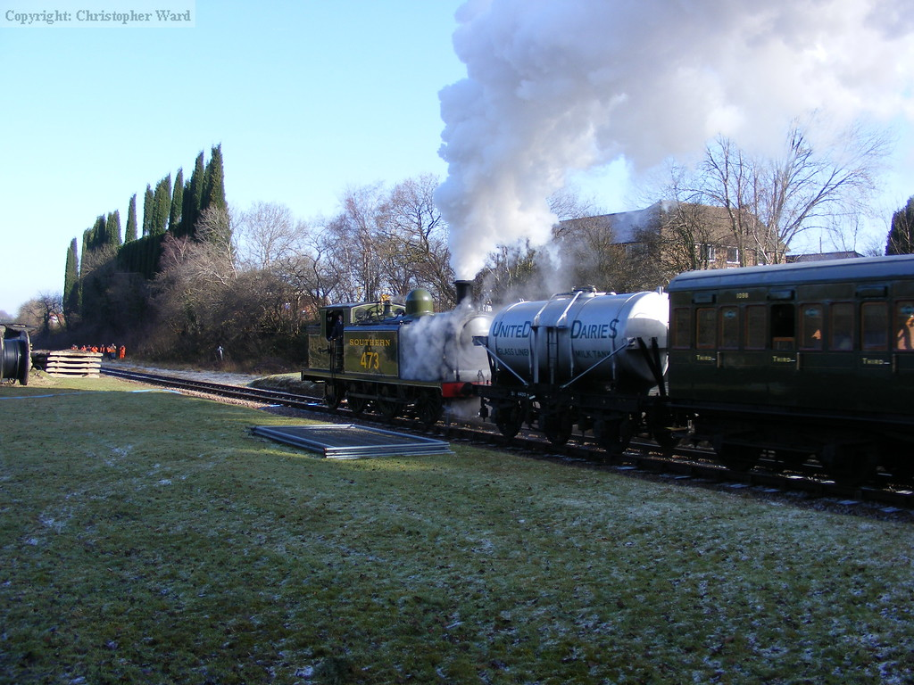 With steam seemingly leaking from every orafice, B473 heads north at a frosty West Hoathly