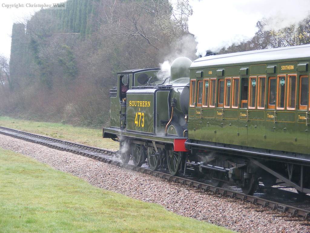 B473 crests the hill at West Hoathly