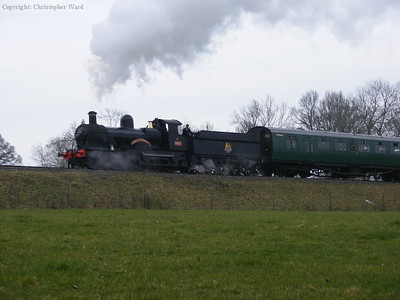 With much fuss 9017 approaches Horsted Keynes