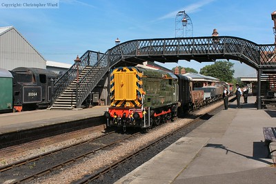 The newly reliveried class 09 (now sporting a very fetching green colour scheme) draws the freight through the station