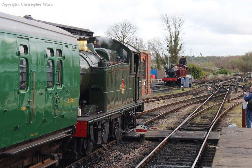 5643 brings the stock to the end of the platform as L.150 is coaled