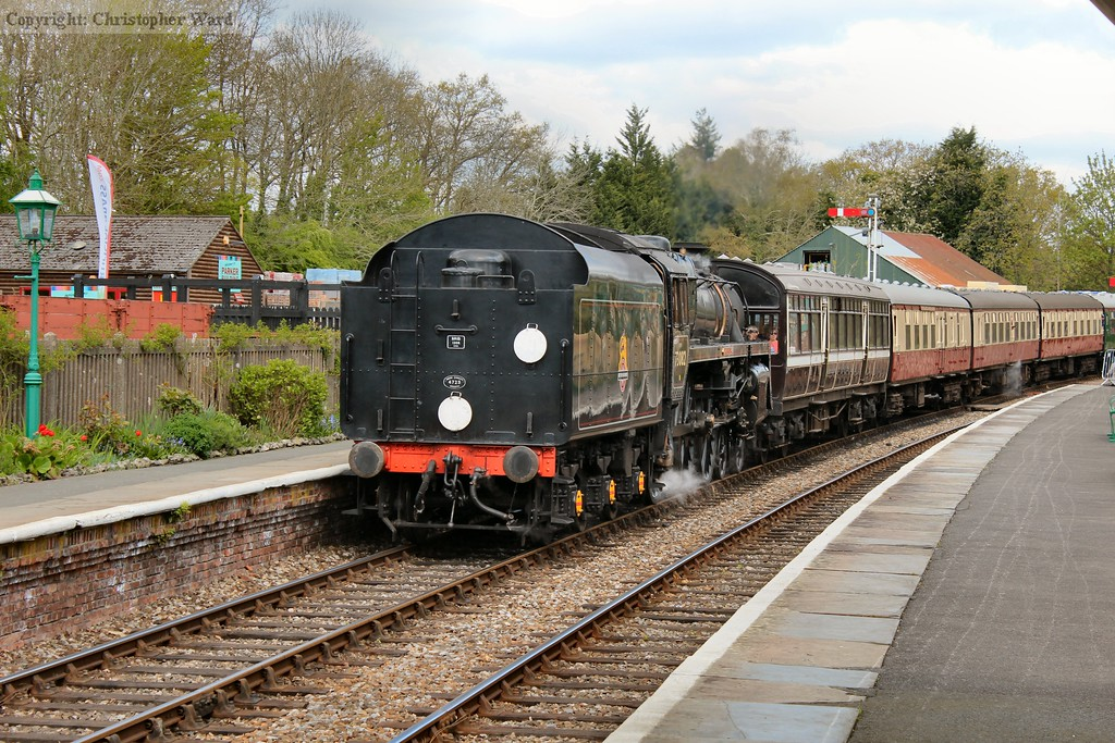73082 drops into the station