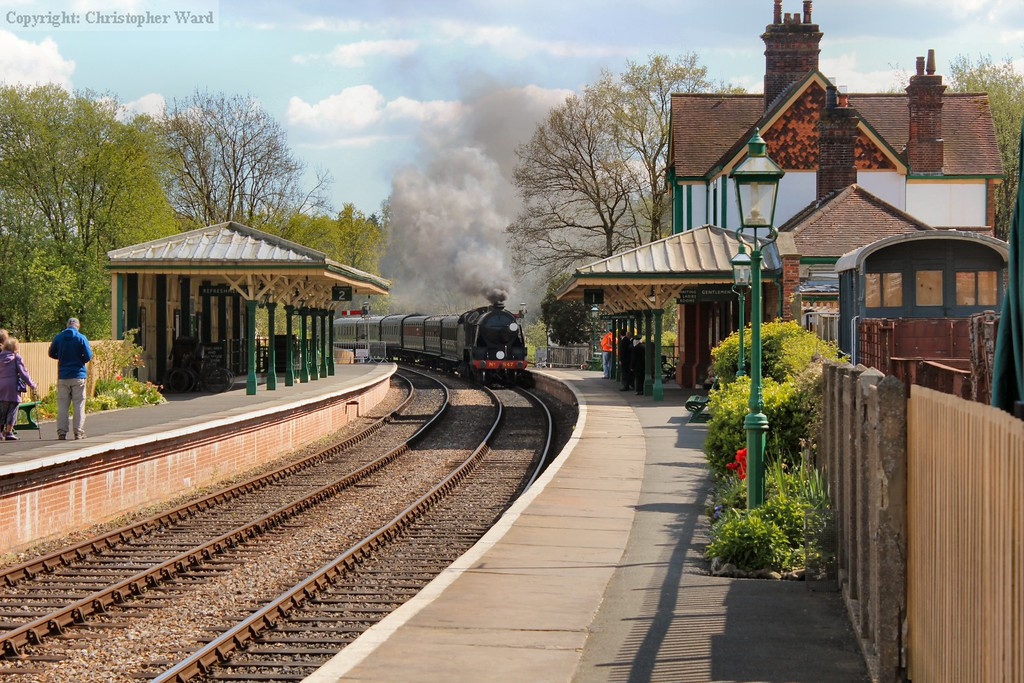 847 pulls into the station with another East Grinstead train