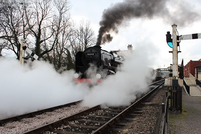 92212 opens the cocks and steam-cleans the north end of Sheffield Park station with the 11am departure