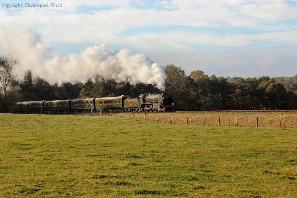 S15 847 approaches Horsted Keynes with the matching SR stock