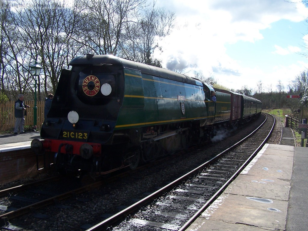 21C123 steams in