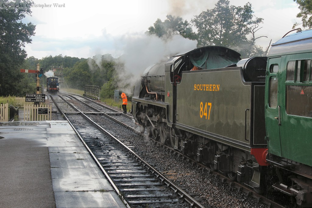 323 approaches Sheffield Park in a downpour as 847 waits time