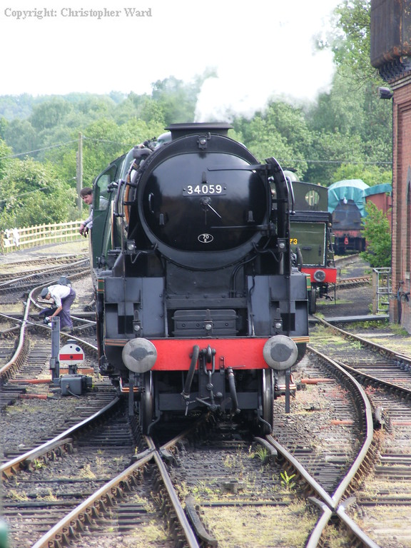 34059 runs round the stock