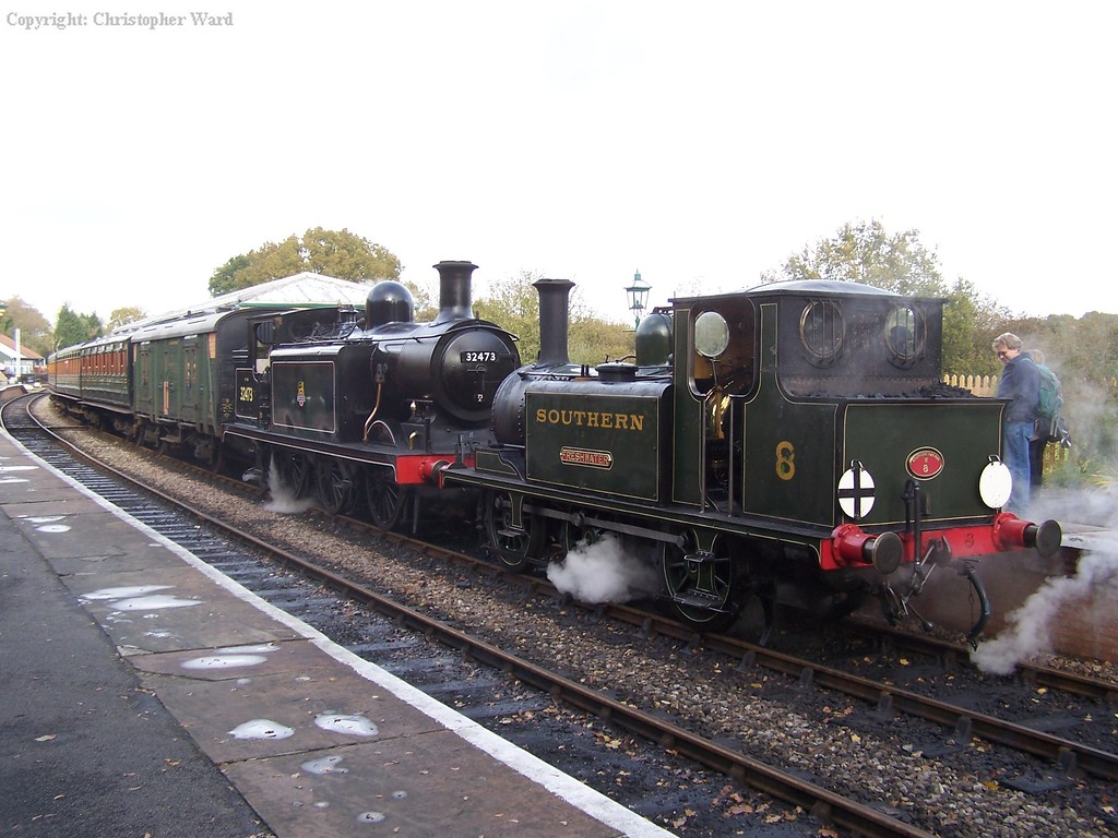 32473 and W8 simmer at Kingscote